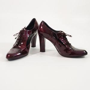 Stuart Weizmann Cut Out Lace Up Patent Oxford Heel